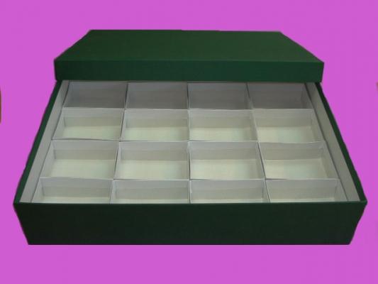 Caja verde alta con 16 compartimentos