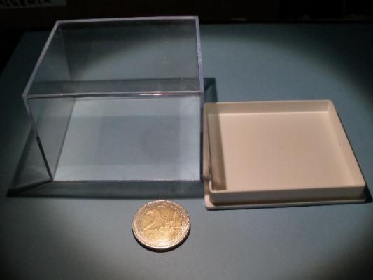 Urna de 7,4x6,3 cm.